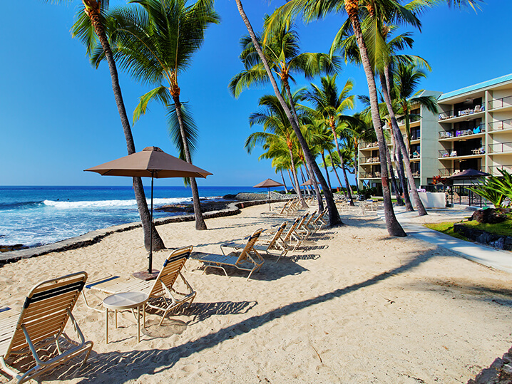 Where are some military resorts in Hawaii?