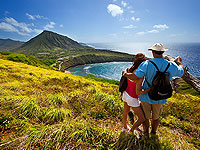 200x150 Oahu Couple Overlooking Hanauma Bay 02