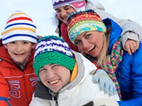 Thumbnail Ski Free Package family in snow